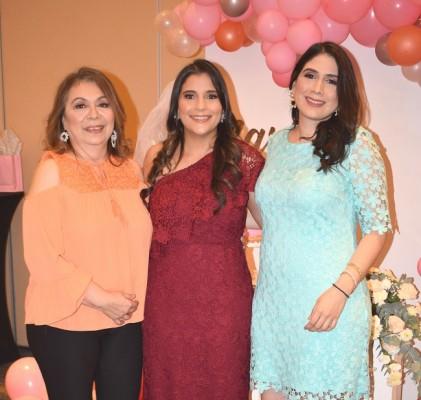 Lourdes Suyapa Torres de Coello, Larissa Noriega y Lourdes Coello