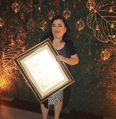 Luisa Aguero recibió el Premio Zorzal por su trayectoria periodistica de parte de la Cámara de Comercio e Industrias de Cortés