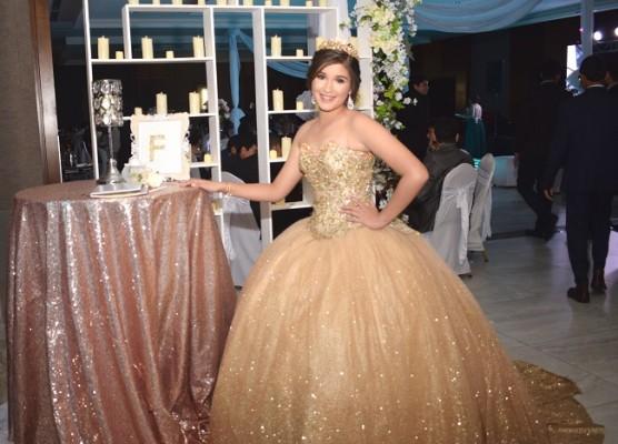 María Fernanda Paz López celebrando sus maravillosos XV años
