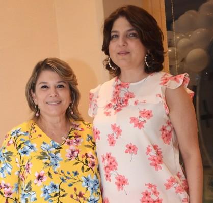 Mayte Ewens y Miriam de Ruíz.