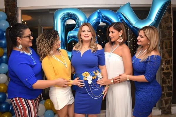 Noren Caballero de García acompañada de Lorna Reyes, Lorian Rich, Ruth Arita y Emma Mejía