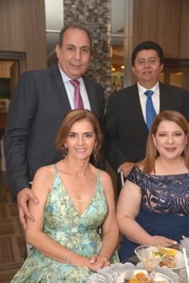 Omar y Suyapa Monterroso con Juan y Jackie Avelar.