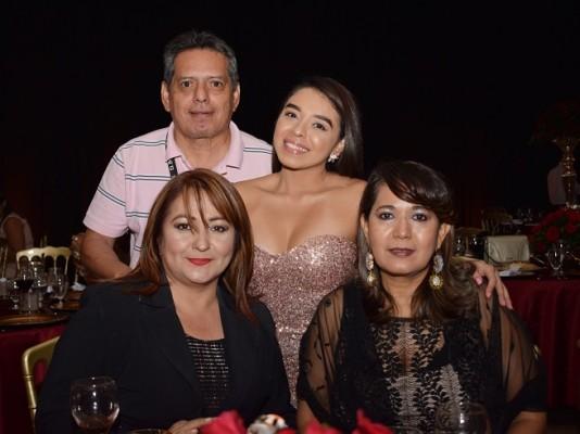 Reynalo Carranza, Francis Alemán, Karina Interiano y Maribel Arriaza.