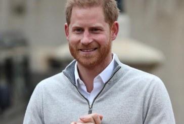 Al borde de las lágrimas el príncipe Harry anunció el nacimiento de su primer hijo