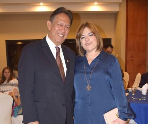 Reynaldo y Patty Canales.