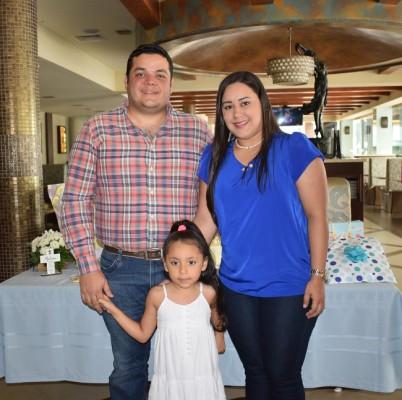 Senen Villanueva, Alexandra Villanueva y Alexandra Perdomo