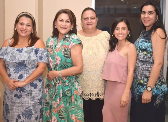 Sulim de Soto, Betty de Soto, Lucena Kawas, Gabriela Soto y Shiara Duran.