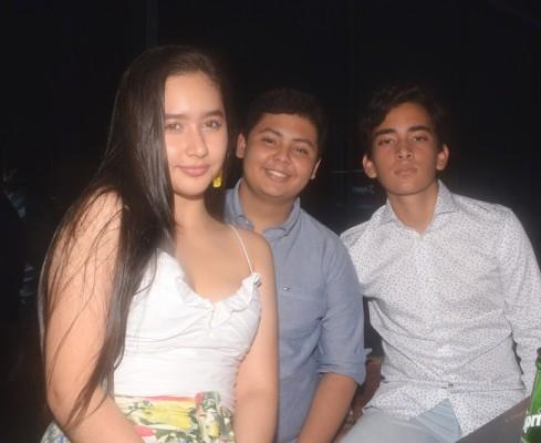 Teresa Zacapa, Armando Zambrano y Rony Girón
