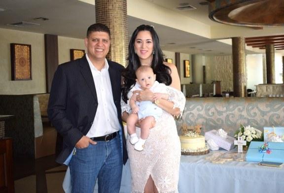 Los esposos Villanueva-Zavala bautizan a su segundo heredero