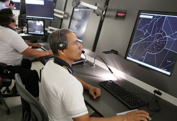 Inicia operaciones centro de alta tecnología de control y radares en aeropuerto sampedrano