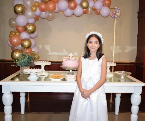La preciosa Adriana María Castillo Valladares es brillante estudiante del tercer grado en la Franciscan School.