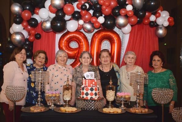 Carmen Urbina, Gladys Lardizábal, Mery Bonilla, Gilda Adele Fontana, Norma Corina de Barahona, Gloria Flores y Alba Luz Rogel