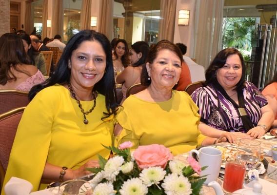 Catalina Sevilla, Carmen Hernández y María Teresa Bográn