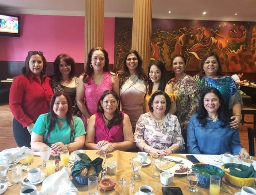 Celebrando entre amigas el cumpleaños de Angella Duran de Falck