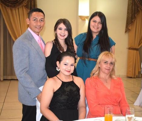 Cesar López, Alejandra Orellana, Fernanda Orellana, Goldi Amaya y Martha Orellana.