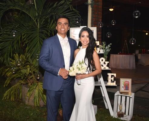 Luego de 12 meses de compromiso, Claudia Patricia Mendoza Mejía y Eduardo Aguilar Henríquez, sellaron su amor en una inolvidable noche repleta de detalles personalizados