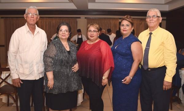 David Aguilar, Lourdes Ayala, Norma Aguilar, Ruth Aguilar y Antonio Aguilar