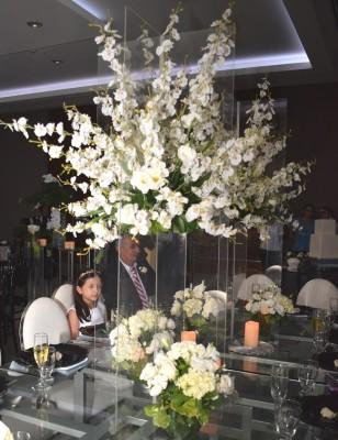 El diseño floral de inspiración minimalista fue creación de Casa Jardín y Más, a petición y refinado gusto de la novia.