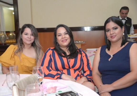 Elsy Molina, Alba Erazo y Fany Pineda.
