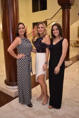 Emma de Robelo, Victoria Robelo de Otero y Andrea Interiano.