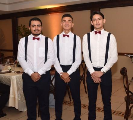 Los caballeros del cortejo: Enrique Rivera, Christofer Paz y Mario Galindo