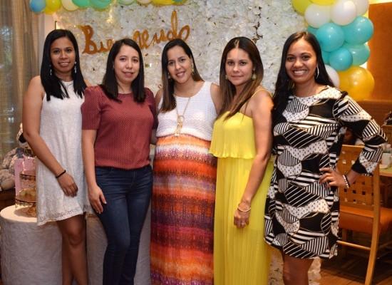 Eva Gómez, Jenny de Hernández, Kelly Andrade de Canales, Gabriela de Juárez y Martha de Orellana
