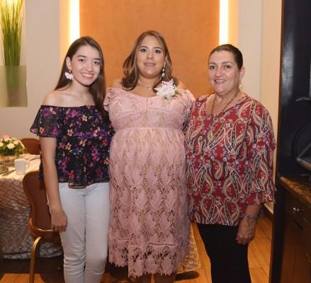 Eva González, Karen Pérez Estrada y Eva Funes