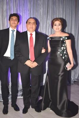 Farid Handal y doña Nancy Yacaman de Handal con su nieto
