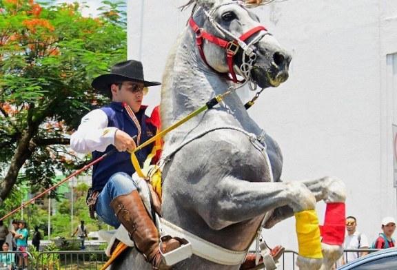 Alegría y color en el tradicional desfile hípico del AGAS