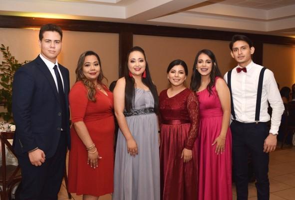 Jordy Martinez, Irma Antunez, Giselle Lopez, Mery Romero, Esther Garcia y Mario Galindo