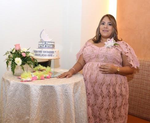 Karen Pérez Estrada estelarizó su delicada recepción prenatal en Restaurante Bambú del Hotel InterContinental