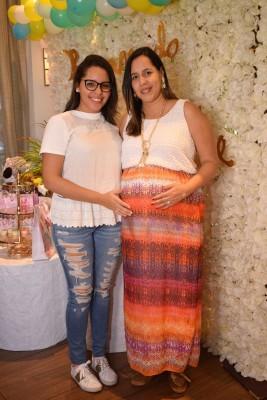 Kelly Andrade de Canales junto a su hija mayor, Sabrina Canales