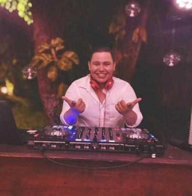 La diversión estaba asegurada con la amenizacion musical de DJ David Galindo.