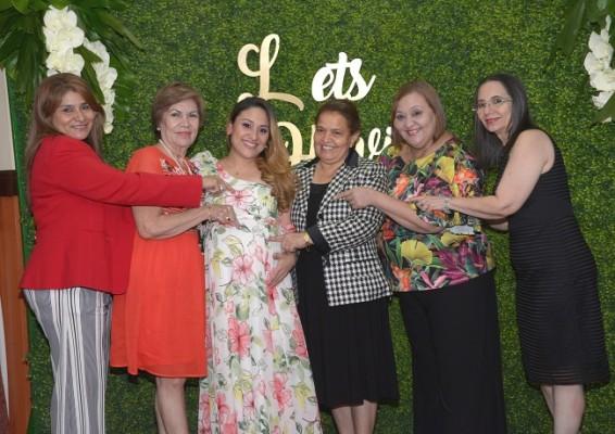 Las amistades de Ruth felices por la pronta llegada de Alessandra.