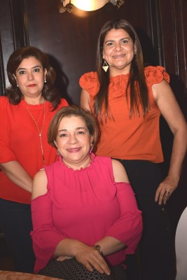 Lidia Girón, Martha Benavides y Walkiria Ochoa.