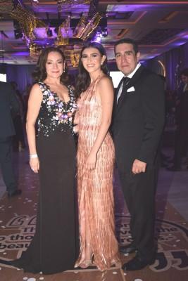 Marisol de Membreño, Antonella Membreño y Benjamin Membreño