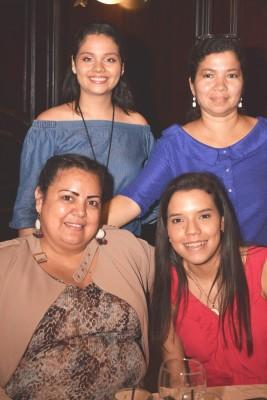 Melanie Díaz, Clariza Armijo, Fernanda Cálix y Brenda Ramos.