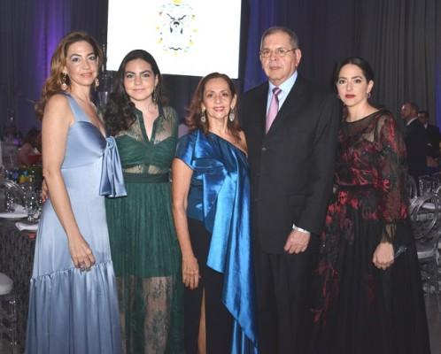 Monica de Yibrin, Victoria Yibrin, Maky Leiva, Roberto Leiva y Cony Abufele