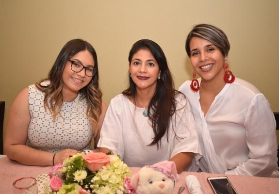 Olimpita Carranza, Fresia Alvarado y Michelle Panameño
