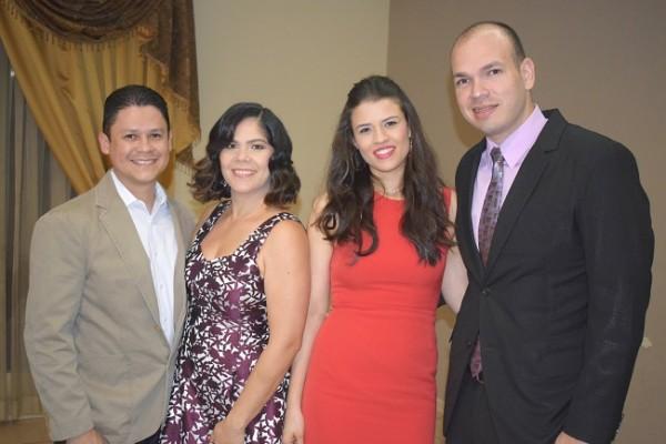 Orlando y Alejandra Pineda con Mercy y Nahúm Orellana.