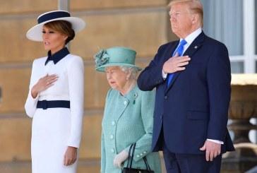 La reina Isabel II ofrece banquete de Estado con los máximos honores a Trump