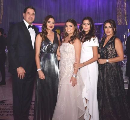 Roberto Matuty, Alessa Matuty, Tricia Matuty, Valentina Matuty y Tricia de Matuty