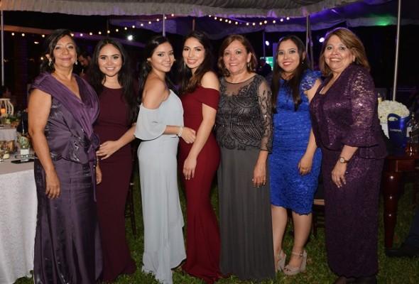 Rosa Martínez, Diana Martínez, Andrea Martínez, Silvia Morales, Aracely Mejía, Ana Borjas y Maribel Borjas