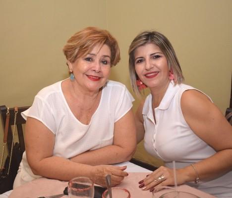 Rosy Méndez y Ada Fiallos.