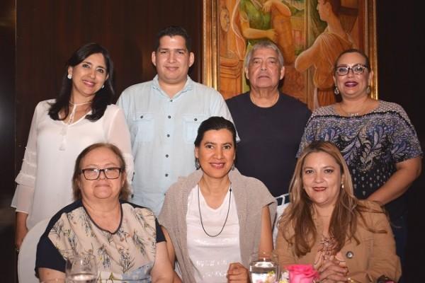 Tesla Callejas, Oscar Escoto, Arnoldo Solis, Tania Pineda, Denia Ortega, Gloria Noreña y Joseet Ordóñez.