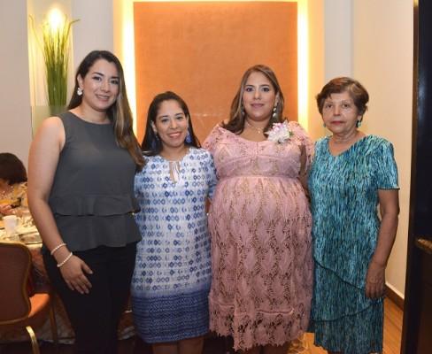 Viviana West, Ligia Bautista, Karen Pérez Estrada y María de Bautista