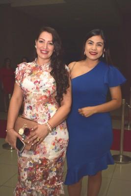 Wendy Flores y Diana Flores.