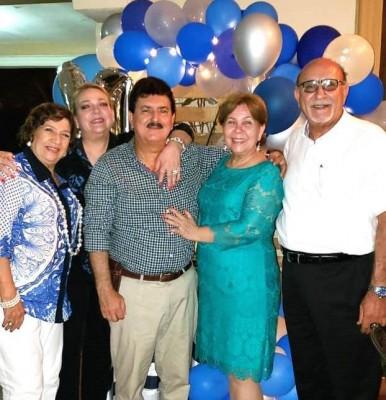 Shirley de Flores, Doris Kattan, Emerson, Miriam y Tony Kattan, celebrando el cumpleaños 64 del empresario sampedrano Emerson Enamorado con una fiesta náutica decorada por la firma Acontecimientos de nuestra querida Lidabel Mena