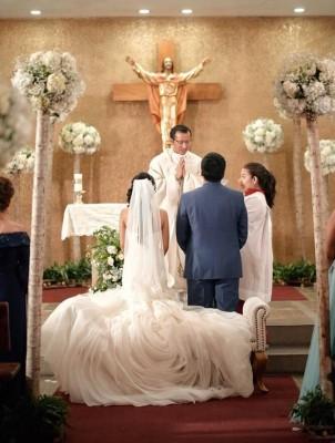 Los novios brillaron con luz propia en su inolvidable ceremonia eclesiástica.