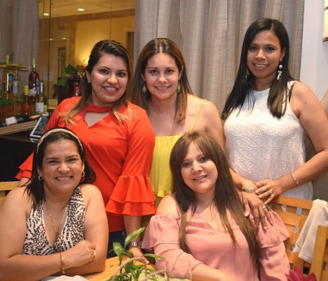 Yadira Moreno, Gabriela Juárez, Eva Gómez, Yadira Nerio y Mirna Jerezano